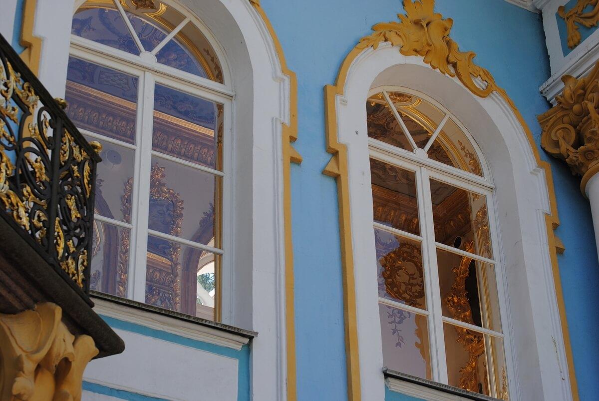 Окна `Эрмитажа`