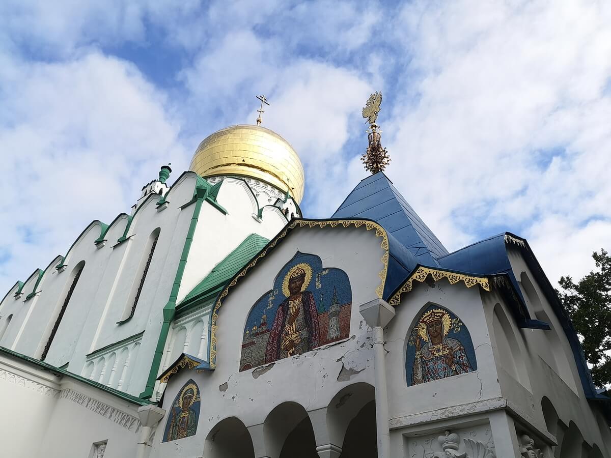 Один из входов в Феодоровский собор
