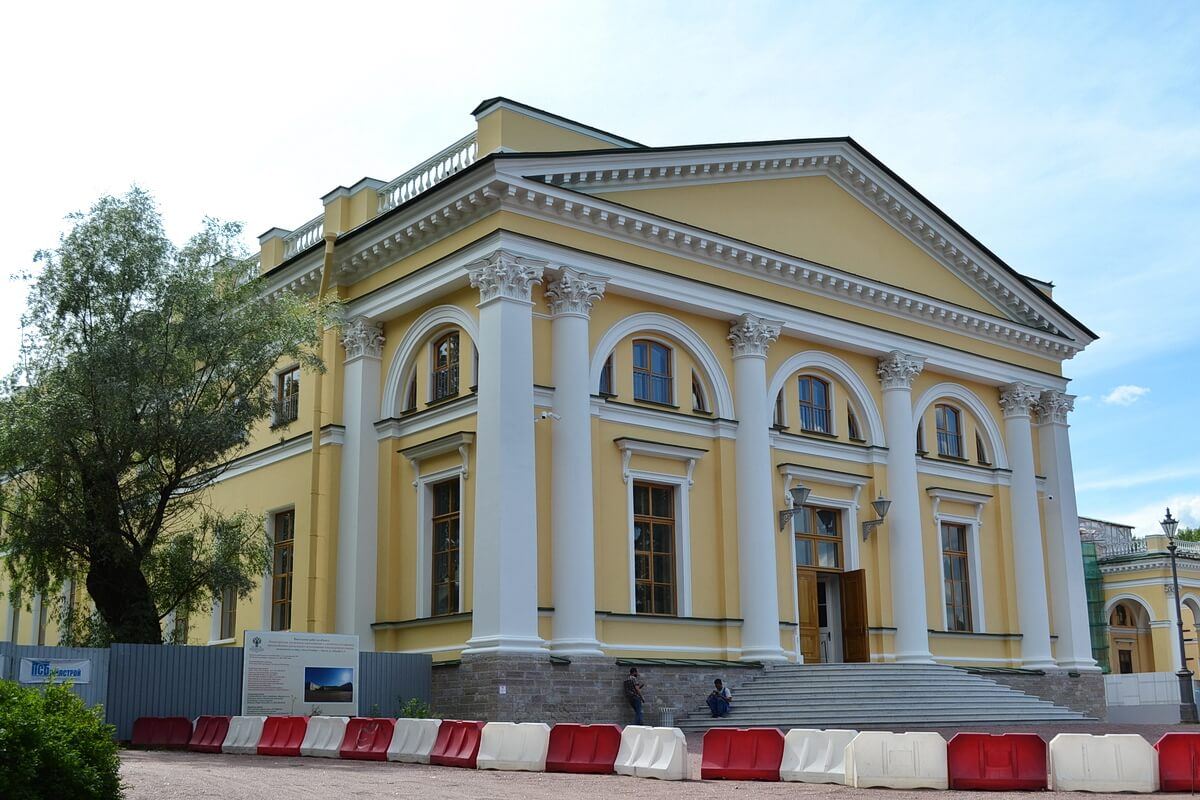 Александровский дворец