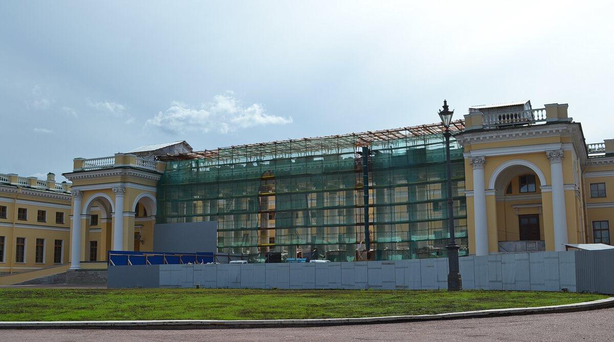 Александровский дворец пока на реставрации