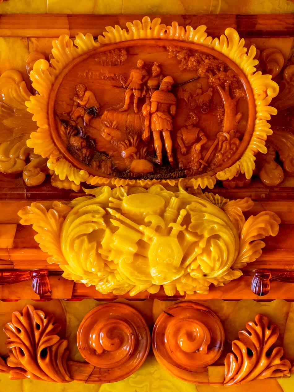 Воссозданные шедевры из янтаря для Янтарной комнаты