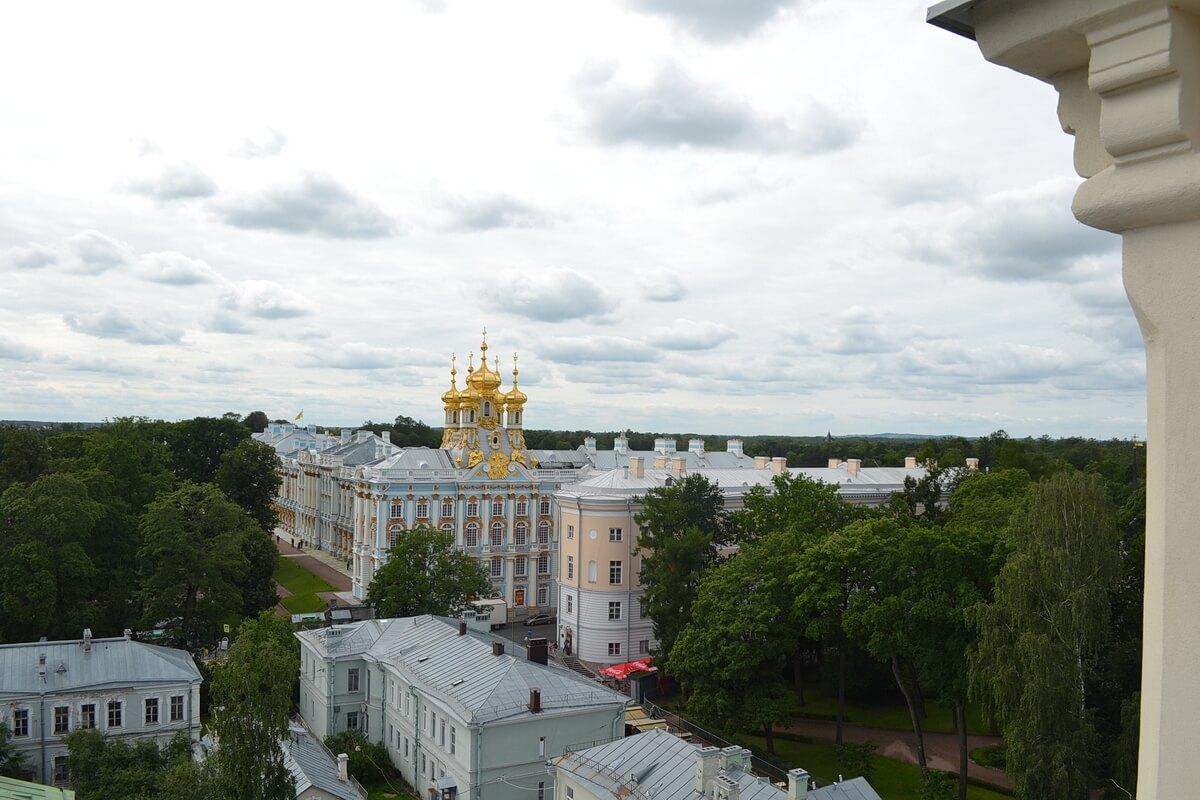Вид со смотровой площадки Певческой башни на Придворную Воскресенскую церковь